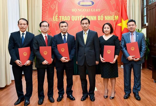 Phó Thủ tướng, Bộ trưởng Ngoại giao trao quyết định bổ nhiệm 2 Tổng Lãnh sự - Ảnh 4.