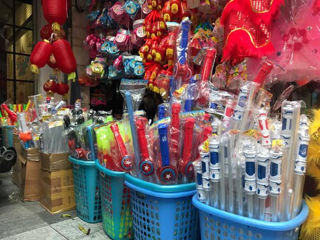 Mặt nạ lông lá xuất xứ Trung Quốc tràn ngập chợ Trung thu Việt Nam - Ảnh 4.