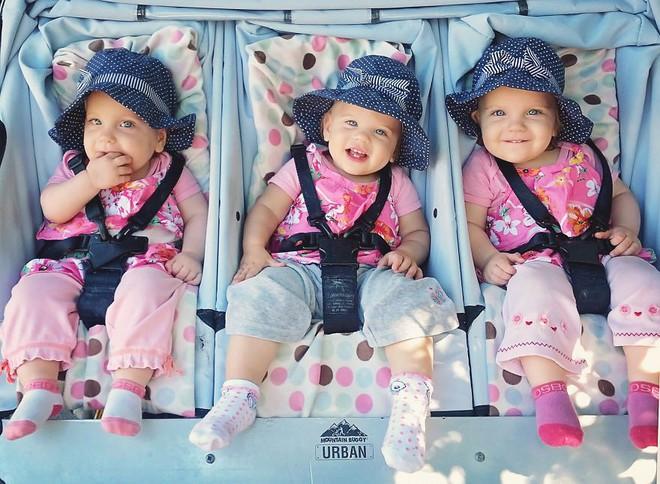 Lần đầu sinh đơn, lần hai sinh đôi, lần kế tiếp sinh ba cô con gái đẹp như hoa hậu  - câu chuyện có thật của 1 gia đình đông con - Ảnh 8.