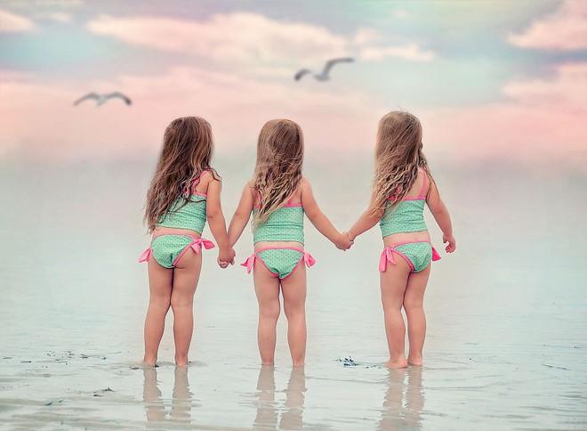 Lần đầu sinh đơn, lần hai sinh đôi, lần kế tiếp sinh ba cô con gái đẹp như hoa hậu  - câu chuyện có thật của 1 gia đình đông con - Ảnh 11.