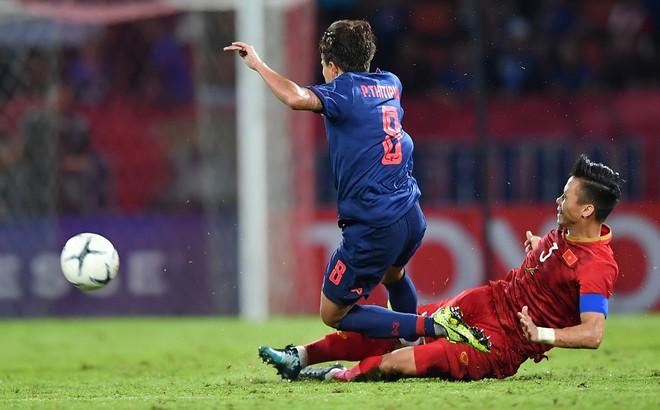 Cầu thủ Thái Lan tát Văn Hậu, đạp Quế Ngọc Hải tiếp tục bị gạch tên khỏi đội tuyển