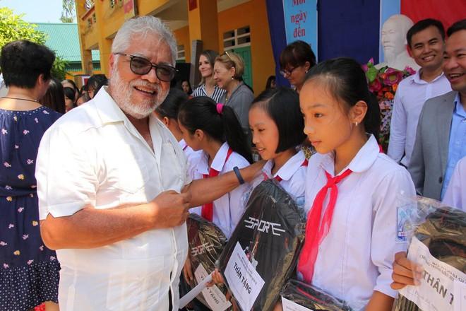 Đoàn cán bộ Ngoại giao và CLB Tình Người trao tặng 1,1 tỷ đồng xây trường học ở Phú Thọ - Ảnh 2.