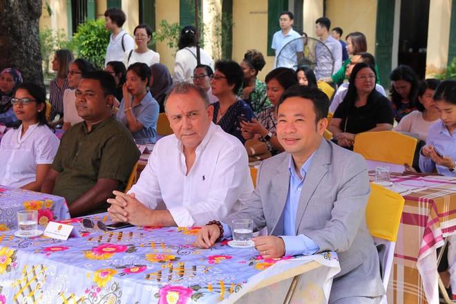 Đoàn cán bộ Ngoại giao và CLB Tình Người trao tặng 1,1 tỷ đồng xây trường học ở Phú Thọ - Ảnh 3.