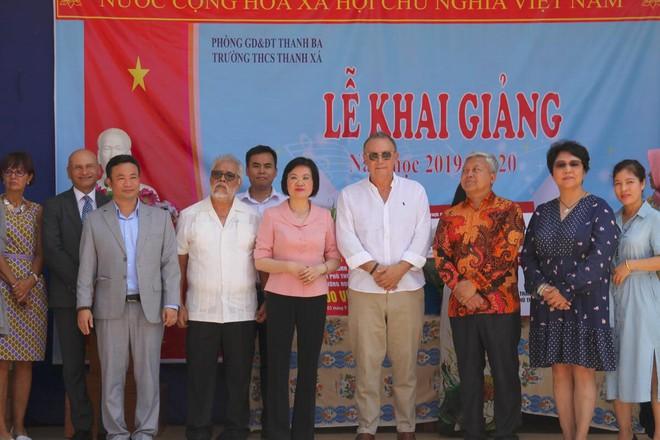 Đoàn cán bộ Ngoại giao và CLB Tình Người trao tặng 1,1 tỷ đồng xây trường học ở Phú Thọ - Ảnh 4.