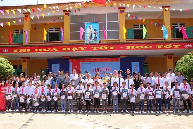 Đoàn cán bộ Ngoại giao và CLB Tình Người trao tặng 1,1 tỷ đồng xây trường học ở Phú Thọ - Ảnh 5.