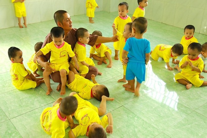 Người đàn ông nhặt 87 hài nhi bị bỏ rơi về nuôi khiến Trấn Thành kêu lên khủng khiếp quá, khóc tặng 30 triệu - Ảnh 5.