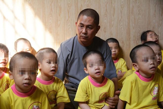 Người đàn ông nhặt 87 hài nhi bị bỏ rơi về nuôi khiến Trấn Thành kêu lên khủng khiếp quá, khóc tặng 30 triệu - Ảnh 4.