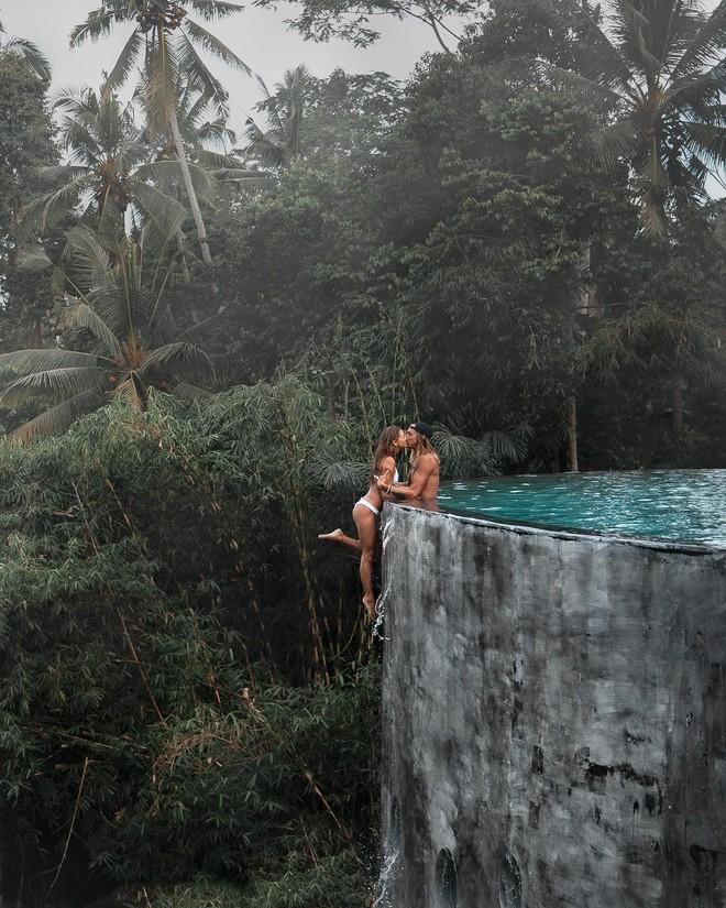 Bất chấp scandal trước, cặp đôi travel blogger tiếp tục mạo hiểm chụp ảnh sống ảo, còn cà khịa lại chỉ trích của dân mạng - Ảnh 2.