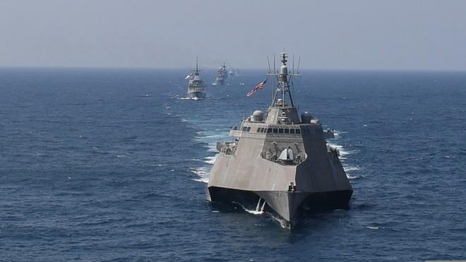 Khí tài các nước phô diễn uy lực trong cuộc tập trận đầu tiên giữa Mỹ và ASEAN - Ảnh 3.