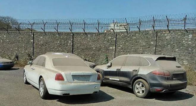 Choáng với loạt xe sang Rolls-Royce bỏ xó, phủ bụi của đại gia Dubai - Ảnh 3.