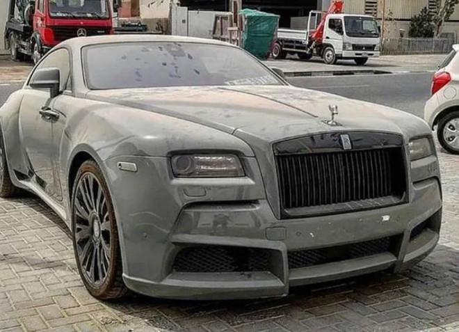 Choáng với loạt xe sang Rolls-Royce bỏ xó, phủ bụi của đại gia Dubai - Ảnh 4.