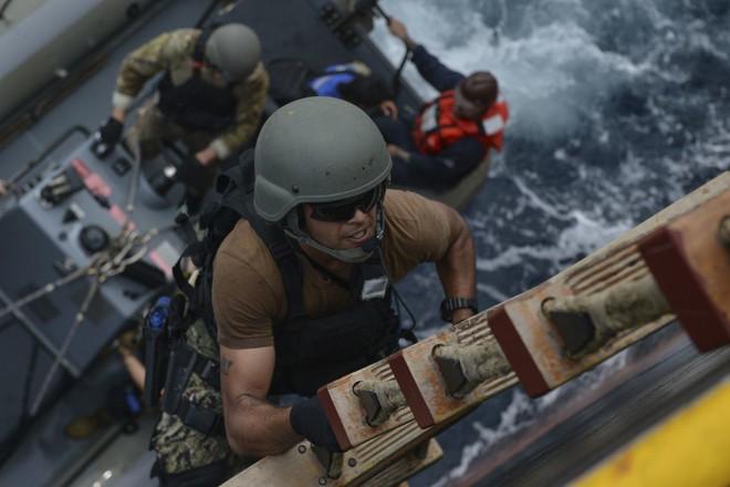 Khí tài các nước phô diễn uy lực trong cuộc tập trận đầu tiên giữa Mỹ và ASEAN - Ảnh 8.