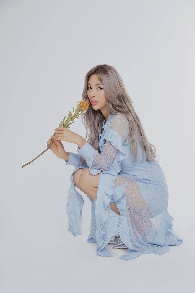 Siêu mẫu Khả Trang khoe vẻ đẹp cuốn hút khi xuất hiện trên báo Hàn - Ảnh 9.