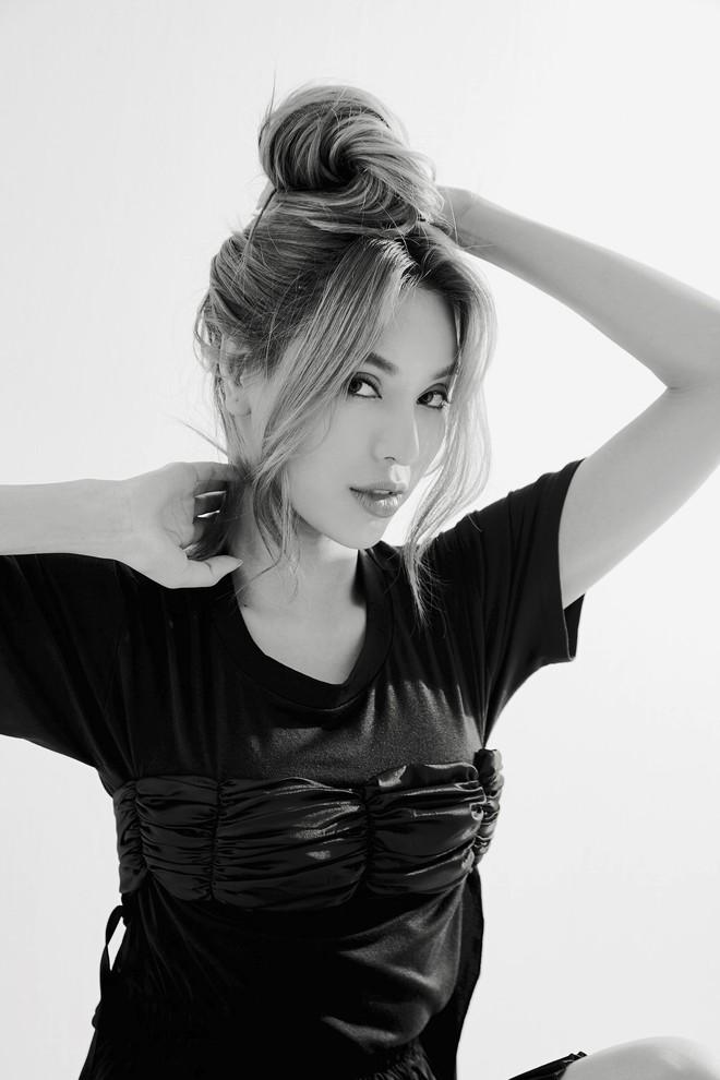 Siêu mẫu Khả Trang khoe vẻ đẹp cuốn hút khi xuất hiện trên báo Hàn - Ảnh 8.