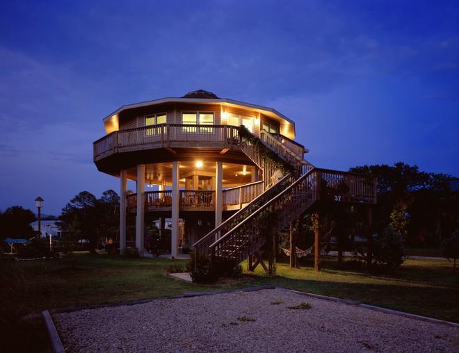 Nhờ kiểu thiết kế đặc biệt mà những căn nhà này vẫn sống sót sau hàng loạt cơn siêu bão - Ảnh 5.
