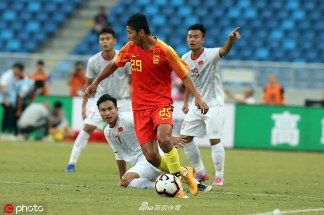 Đội nhà thua U22 Việt Nam, báo Trung Quốc lo lắng về một thế hệ cầu thủ phải cúi đầu - Ảnh 1.