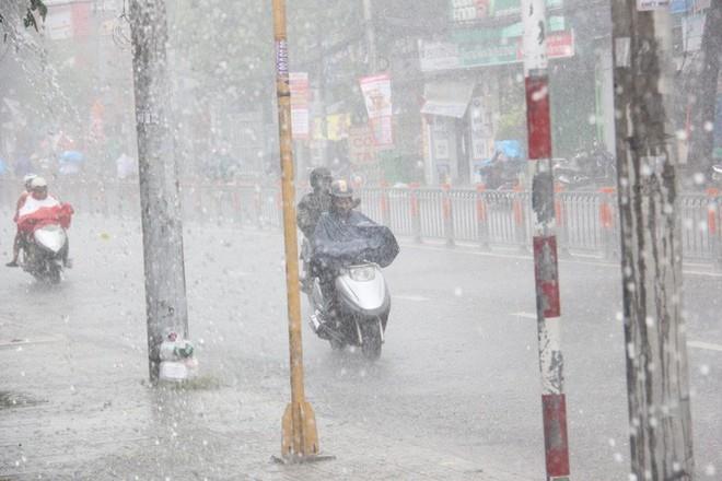 TP HCM mưa, dông lớn  - Ảnh 2.