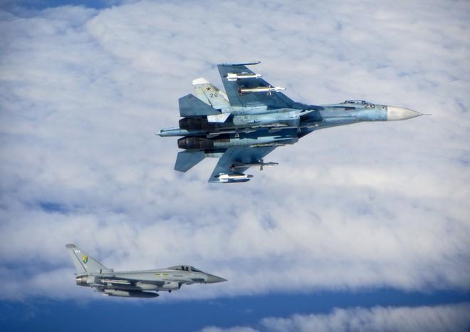 Vì sao máy bay chiến đấu Sukhoi luôn áp đảo NATO trên cả chiến trường lẫn thương trường? - Ảnh 2.