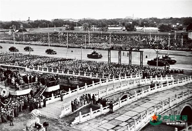 Nhìn lại những cuộc duyệt binh đáng nhớ nhất của Quân đội Trung Quốc - Ảnh 1.