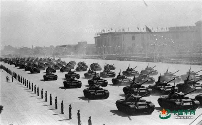 Nhìn lại những cuộc duyệt binh đáng nhớ nhất của Quân đội Trung Quốc - Ảnh 3.