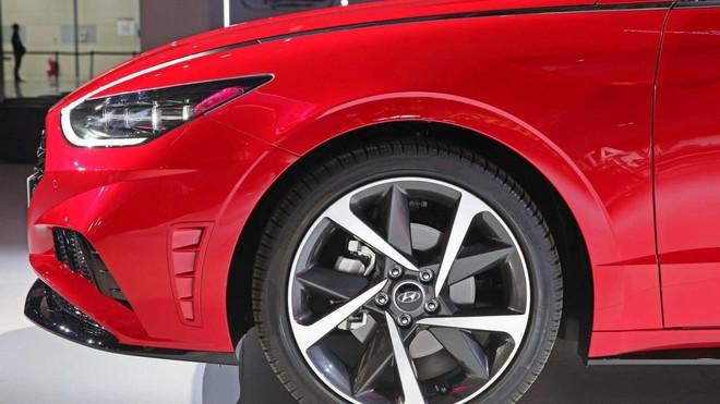 Mẫu ô tô này bán được hơn 8.300 chiếc trong vòng 1 tháng - Ảnh 4.