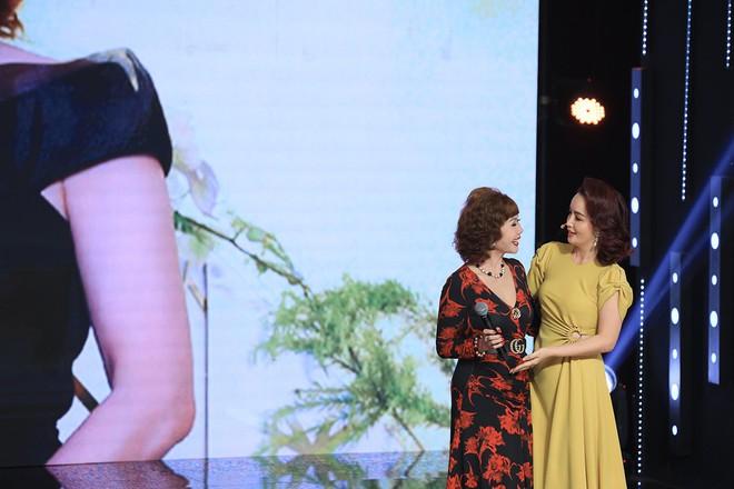 Ký ức vui vẻ: Vỡ òa khi Hoa hậu HTV lần đầu xuất hiện, tiết lộ tuổi thật U60 khiến ai cũng ngỡ ngàng - Ảnh 1.