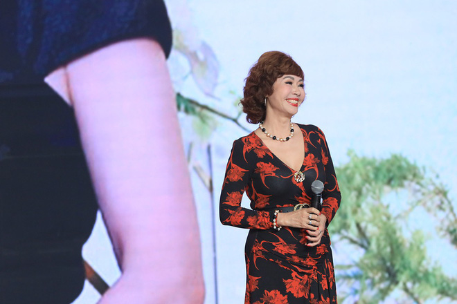 Ký ức vui vẻ: Vỡ òa khi Hoa hậu HTV lần đầu xuất hiện, tiết lộ tuổi thật U60 khiến ai cũng ngỡ ngàng - Ảnh 2.