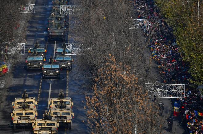 Loạt quốc gia hối hả mua vũ khí trước sức ép quân sự mạnh từ Nga - Ảnh 1.