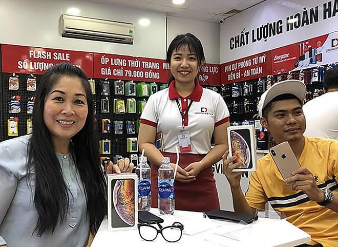 """Rớt khỏi """"Top 3"""" tại Việt Nam: Vị thế iPhone bắt đầu """"sụp đổ""""? - Ảnh 1."""