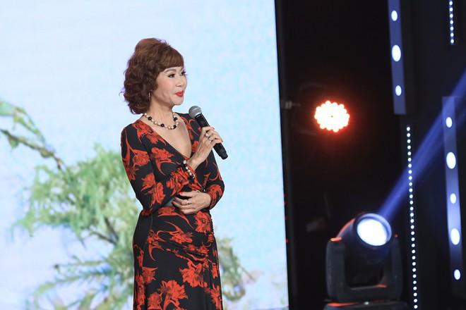 Ký ức vui vẻ: Vỡ òa khi Hoa hậu HTV lần đầu xuất hiện, tiết lộ tuổi thật U60 khiến ai cũng ngỡ ngàng - Ảnh 3.