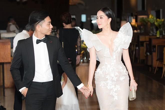 Vợ chồng Khánh Thi tình tứ dự đám cưới 'ái nữ' đại gia Minh Nhựa - Ảnh 4.