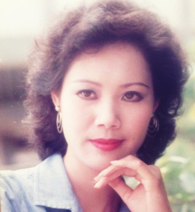 Ký ức vui vẻ: Vỡ òa khi Hoa hậu HTV lần đầu xuất hiện, tiết lộ tuổi thật U60 khiến ai cũng ngỡ ngàng - Ảnh 5.
