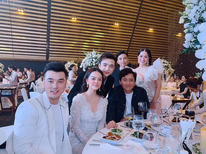 Vợ chồng Khánh Thi tình tứ dự đám cưới 'ái nữ' đại gia Minh Nhựa - Ảnh 5.