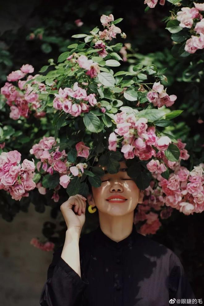 Cô gái trẻ bỏ ra 1,3 tỷ đồng cải tạo đất, mua giống hoa, biến sân nhà thành khu vườn đẹp lung linh - Ảnh 10.