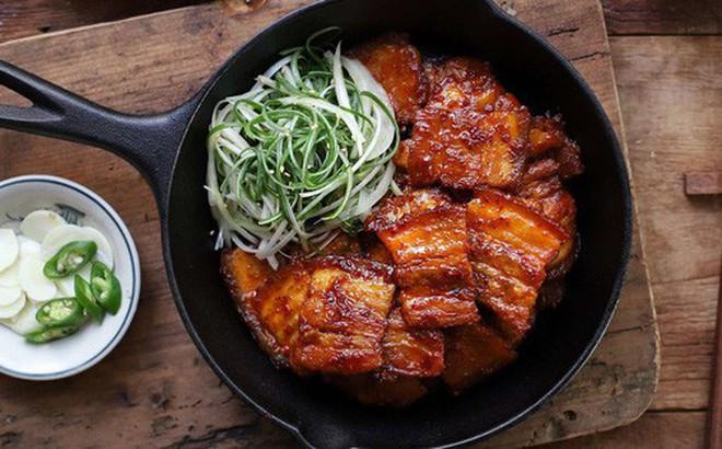 Học người Hàn cách làm món thịt áp chảo ngon ngất ngây ăn mùa lạnh hợp vô cùng