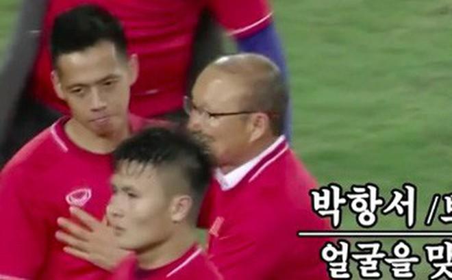 Thầy Park đỏ mặt ngượng ngùng giải thích về nụ hôn vô tình với Văn Quyết ở chung kết AFF Cup