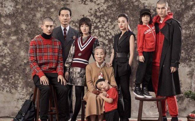 """Burberry khiến dân mạng Trung Quốc bất an vì tung poster quảng cáo Tết """"trông u ám đáng sợ quá"""""""