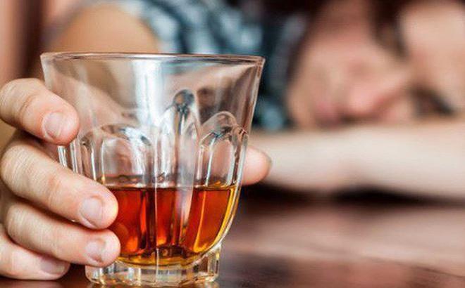 Dấu hiệu người say rượu đang gặp nguy hiểm, cần cấp cứu ngay