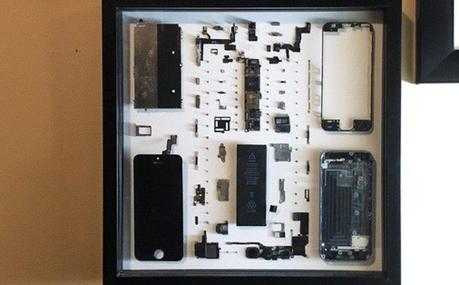 """iPhone ngoẻo vì dính nước, anh chàng này không vứt mà nghĩ ra cách cực đỉnh để """"tưởng nhớ"""""""