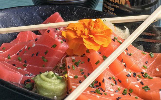 Nhìn cực ngon mắt nhưng bạn sẽ phải ngạc nhiên khi biết đĩa sashimi này được làm từ thứ gì