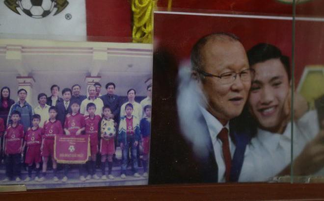 Về thăm nhà Văn Hậu, phát hiện món quà đầu tiên 'em út' ĐT Việt Nam mua cho cha mẹ bằng đồng lương kiếm được