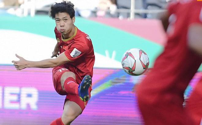 Việt Nam vs Nhật Bản: Ngày Công Phượng chứng minh mình có thể làm tốt hơn việc phát tờ rơi