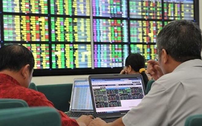 Chứng khoán đón 'mưa tiền' đầu năm, VN-Index vượt 920 điểm