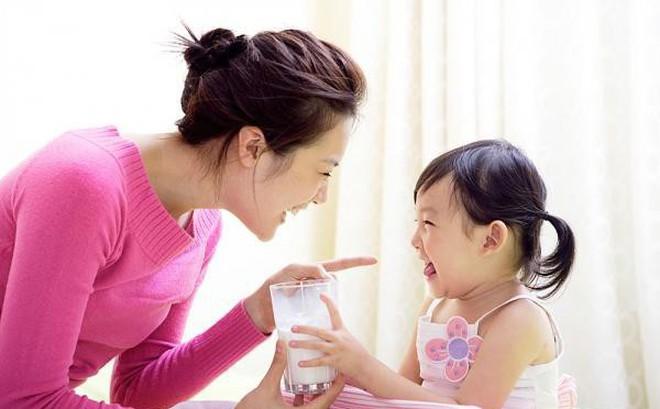 Những điều cha mẹ không hay biết về bổ sung canxi cho trẻ và lời khuyên chuẩn chỉ của bác sĩ nhi về vấn đề này