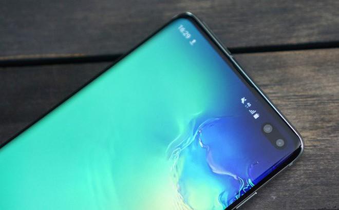 Trên tay Galaxy S10 và S10+: Bước ngoặt mới trong thiết kế smartphone