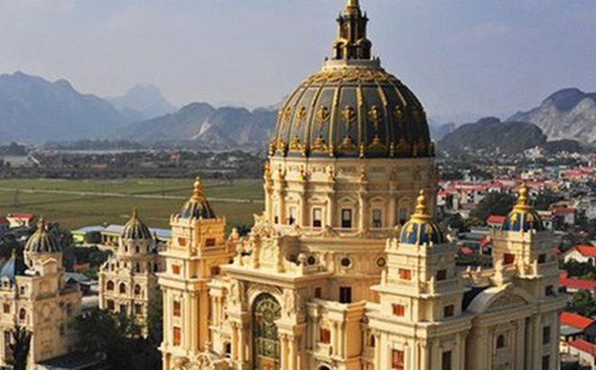 Báo Tây 'choáng ngợp' trước lâu đài khổng lồ của đại gia Ninh Bình