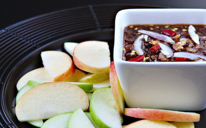 Học cách làm mắm chấm trái cây 'thần thánh' của người Thái chỉ trong 15 phút