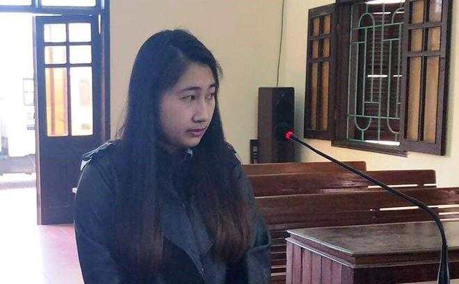 Hot girl 9X hầu tòa vì giữ hàng cấm trong người