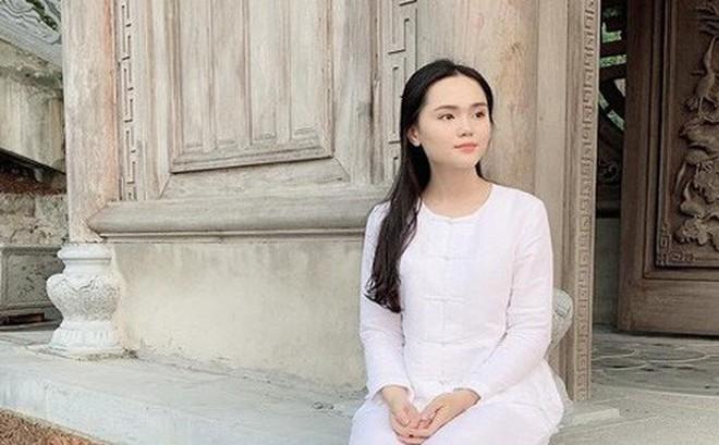 Cận cảnh Quỳnh Anh diện 'cây đồ hiệu' của Duy Mạnh