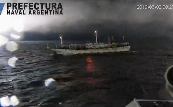 Tàu Argentina nổ súng, rượt đuổi tàu cá Trung Quốc